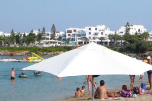 Кипр возместит расходы туристам, которые заболеют коронавирусом