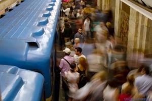 """Київське метро повністю відновило рух на """"зеленій"""" гілці"""