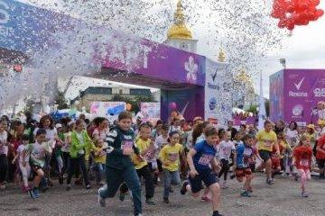 """1.3万人在基辅参加""""栗子树下""""奔跑活动"""