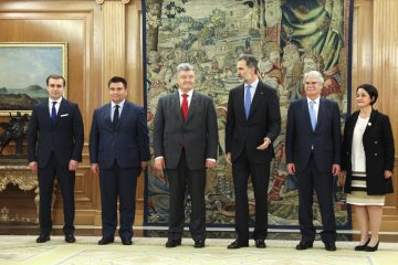 Poroshenko, King Felipe VI discuss release of Ukrainian hostages and political prisoners in Russia