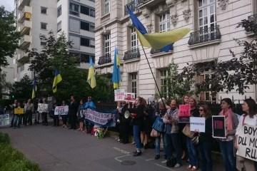 France : Manifestation de soutien aux prisonniers  politiques ukrainiens s'est déroulée devant l'ambassade de la Russie à Paris