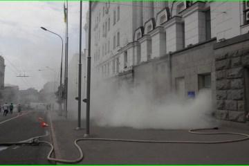 Rébellion à Kharkiv : vitres de la mairie brisées,  député jeté dans une poubelle, maire de la ville bloqué à l'intèrieur