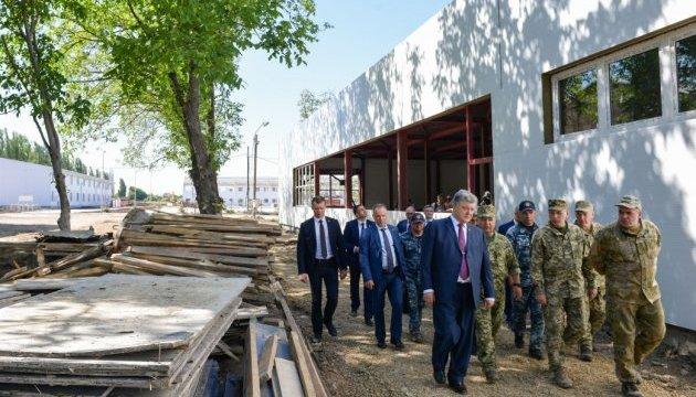 Порошенко на Одещині проінспектував будівництво військового містечка