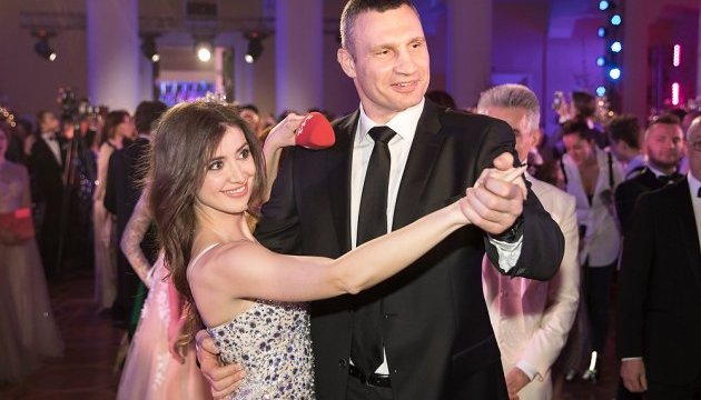 Кличко приветствовал участников Киевского бала