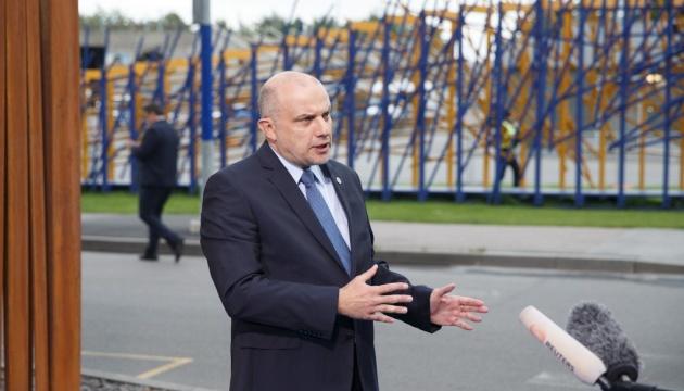 Estlands Verteidigungsminister steht Erklärungen Macrons über Dialog mit Moskau skeptisch gegenüber