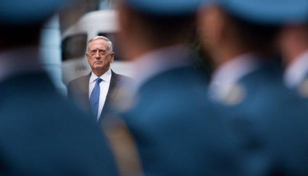 Глава Пентагону прибув на кордон, де очікується наплив мігрантів