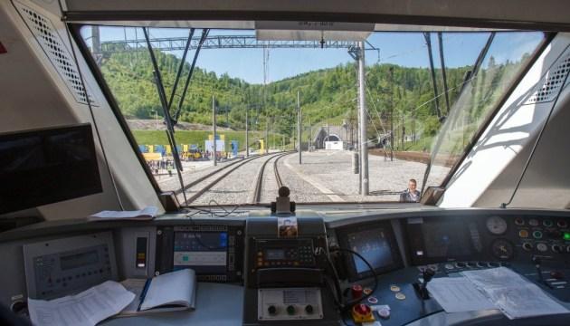 В Укрзалізниці заявляють про зростання вантажопотоку через Бескидський тунель