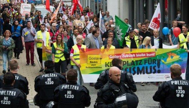 В Германии тысячи людей приняли участие в акции против неонацизма