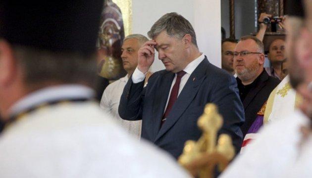 Poroshenko reza en España por la paz (Foto, Vídeo)