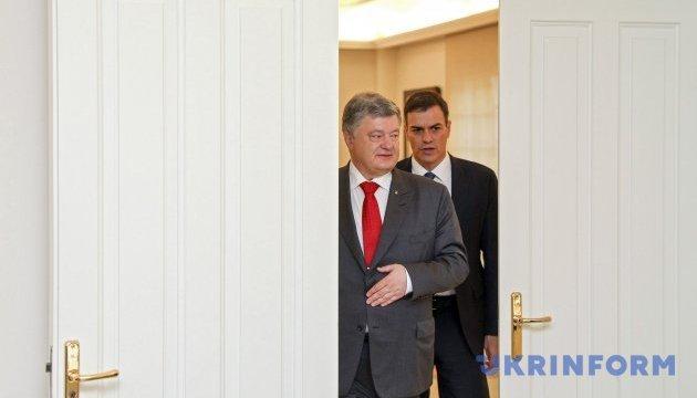 Испания поддерживает идею миротворцев на Донбассе и санкции против РФ - Порошенко