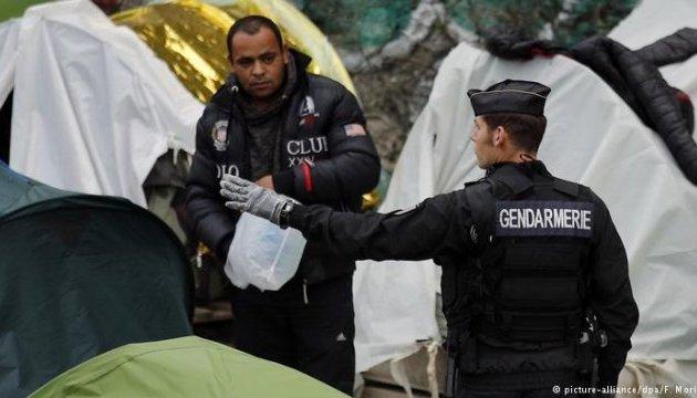 Поліція розібрала табір мігрантів у центрі Парижа