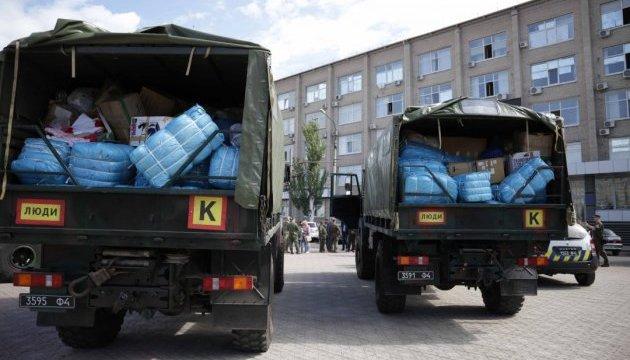 Посол Латвії передав 12 тон допомоги для Луганщини