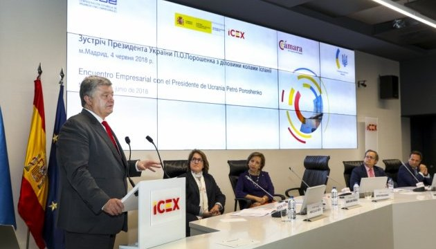 Poroshenko invita a los empresarios españoles a invertir en la economía ucraniana