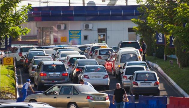 В окупованому Донецьку через соцмережі шукають АЗС із бензином