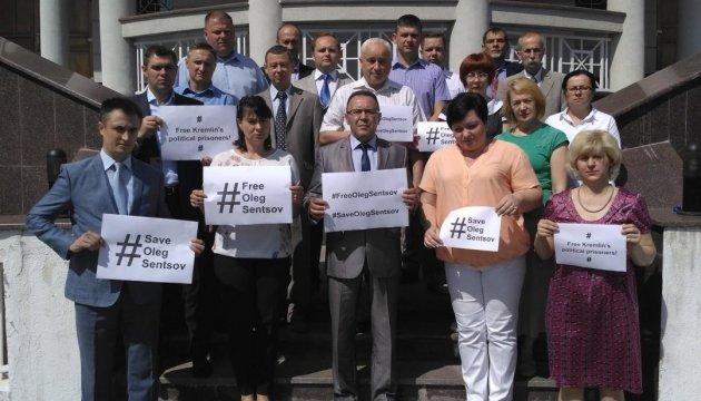 Українські дипломати у Молдові підтримали Сенцова та інших в'язнів Кремля