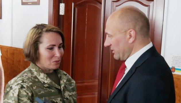 У Черкасах нагородили військову, яка пішла в АТО після загибелі сина-