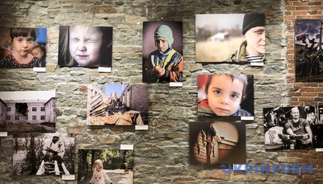 В Оттаві відбулась фотовиставка про війну в Україні