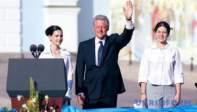 З архіву: Клінтон і Шевченко, Кучма і Гонгадзе, «чемодан» і Росія (2000)