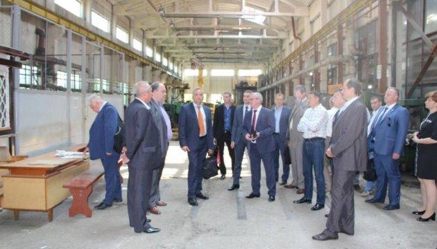 Дрогобицький завод автокранів запрацює після кількарічного простою