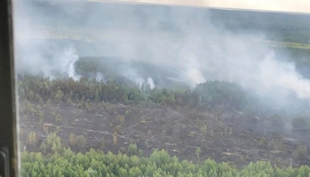 У Чорнобильській зоні досі гасять пожежу, радіація - у межах норми