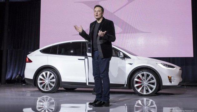 Маск хоче вживити Tesla штучний інтелект