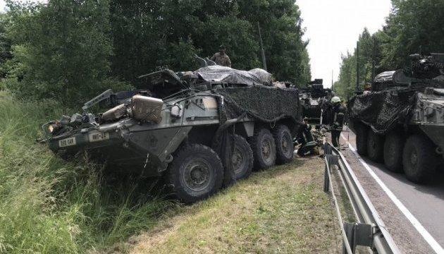 При зіткненні бронетехніки у Литві постраждали 13 військових