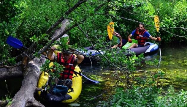 На Волині розчищають річку для маршруту на байдарках