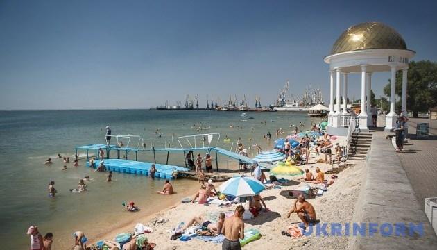 """В Бердянске запустили """"пляжные"""" автобусы"""
