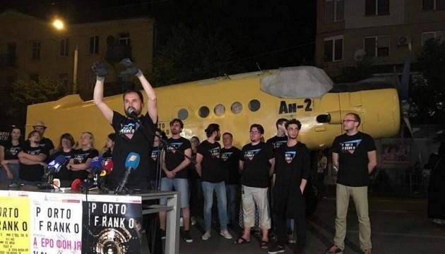У літака Ан-2 дорогою на фестиваль Porto Franko не витримали колеса
