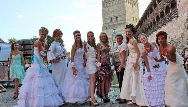 Замок Любарта заполонят невесты