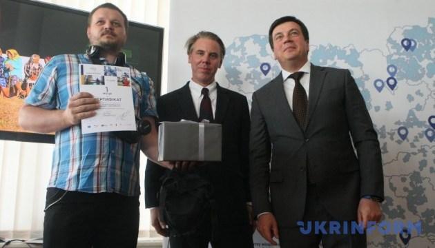 Великі світлини маленьких місць: Зубко нагородив переможців конкурсу