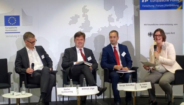 Експерти: ЄС повинен продовжувати підштовхувати реформи в Україні