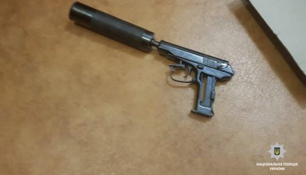 В Днепре молодой человек самостоятельно задержал двух вооруженных грабителей