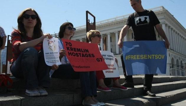 У Києві проходить акція на підтримку Сенцова