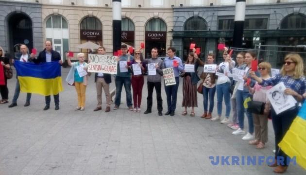 Красная карточка Путину: в Брюсселе требовали забрать ЧМ у РФ и освободить Сенцова