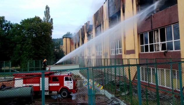 Рятувальники у Львові ліквідували пожежу у спорткомплексі Міноборони