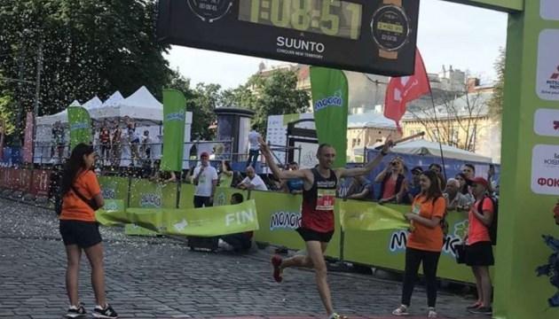 Тарас Сало и Юлия Профис победили на Львовском полумарафоне