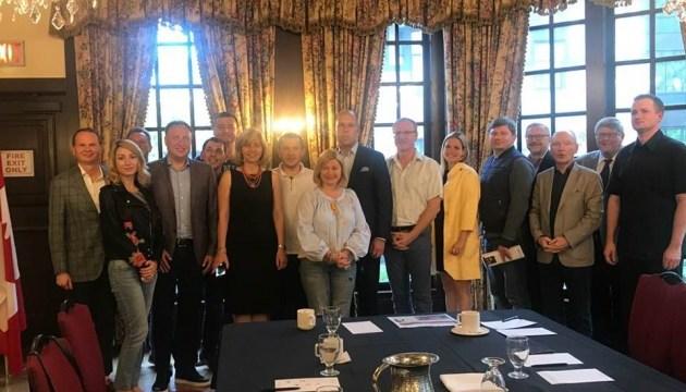 Українські депутати зустрілися із громадою Торонто