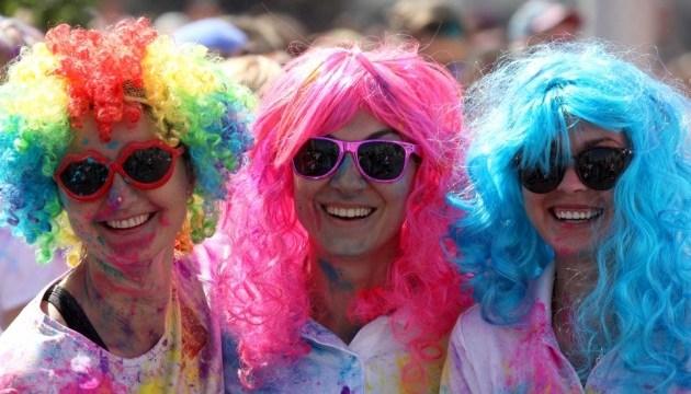 Понад три тисячі людей взяли участь у «Color Run» у Києві