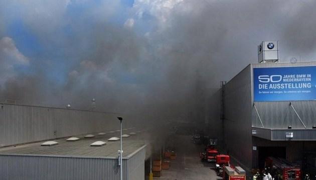 Під час пожежі на заводі BMW постраждали троє людей