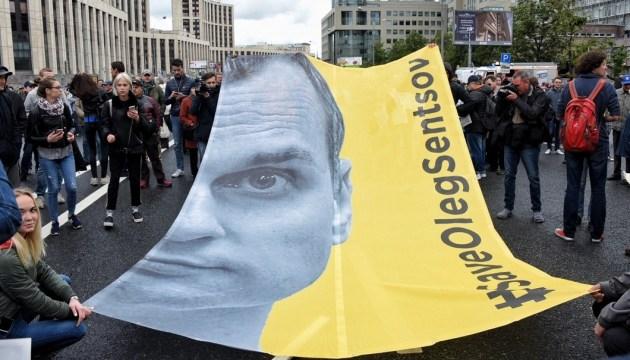 На мітингу в центрі Москві закликали звільнити Сенцова