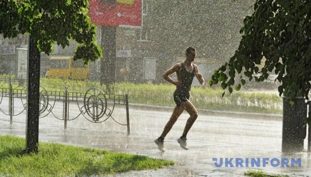 Украину в среду накроют грозы и жара