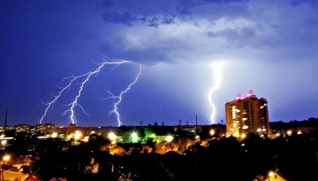 Київ сьогодні накриє гроза та сильний вітер