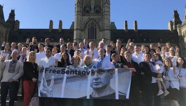 Les députés canadiens soutiennent Oleg Sentsov (photos)