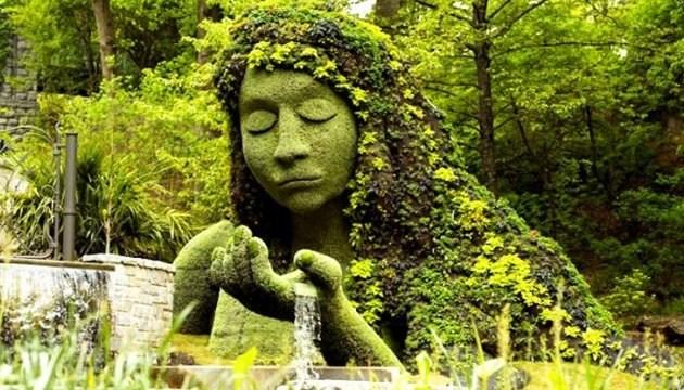 Сьогодні на Співочому полі відкриється квітковий «Світ велетнів»