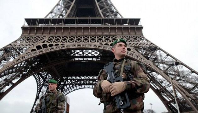 Ейфелеву вежу захищатиме від терористів прозора куленепробивна стіна