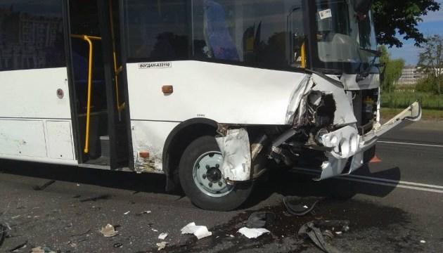 Автобус, з яким у Луцьку зіткнувся Volvo, належить Нацгвардії - ЗМІ