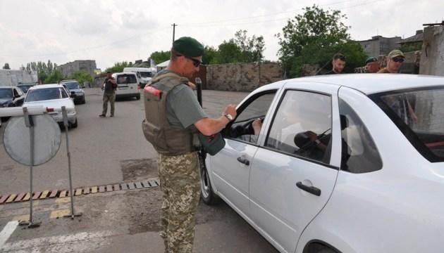 В пунктах пропуска на Донбассе в очередях - 225 авто