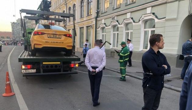 СМИ: украинка, пострадавшая от наезда такси в Москве, находится в больнице