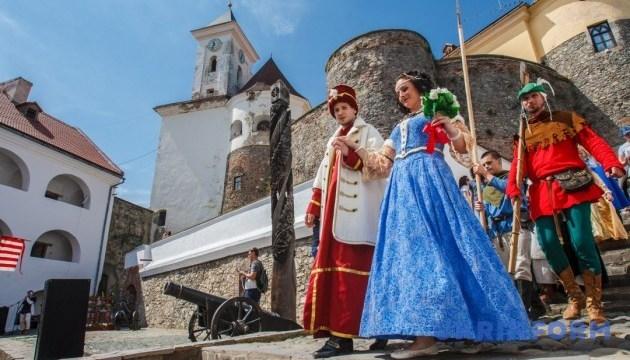 У Мукачівському замку два дні гуляли середньовічне весілля